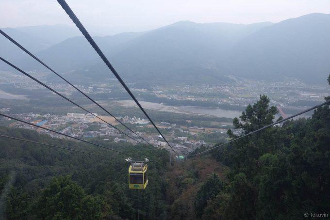 箸蔵山ロープウェイから望む吉野川の流れる景色