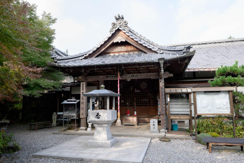 神野寺の本堂。