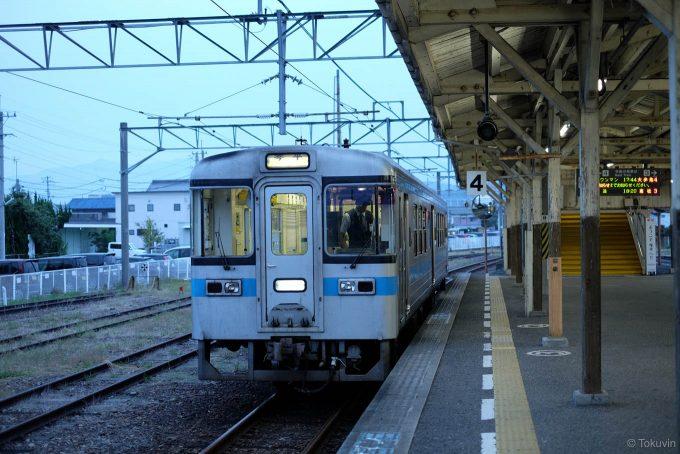 琴平駅に到着した4238D