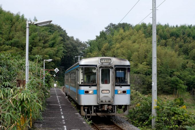 黒川駅に入線する阿波池田行き4233D