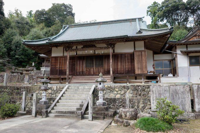 鷲尾神社の拝殿