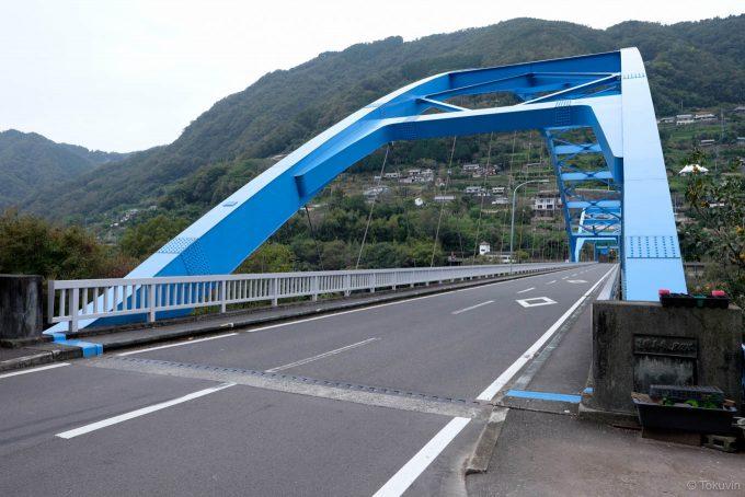 祖谷川と吉野川をまたぐ祖谷口橋