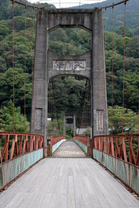 どこか懐かしいつり橋