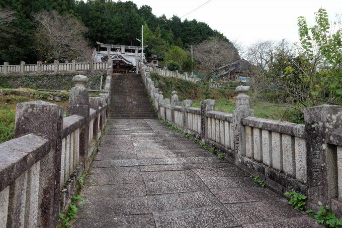 八幡神社参道 (FUJIFILM X-T1 + XF16mm F1.4R)