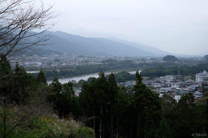 駅裏の山からの眺望