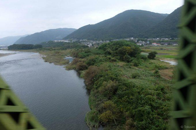吉野川橋梁を渡る (FUJIFILM X-T1 + XF16mm F1.4R)