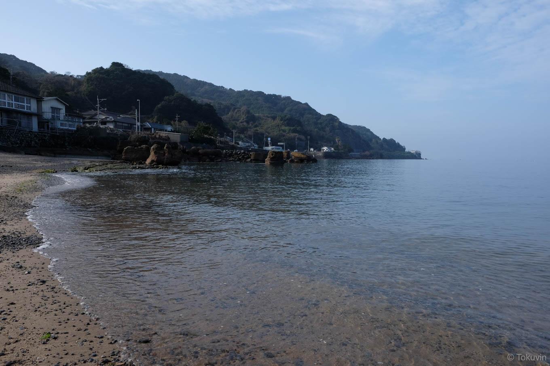 港付近の海岸。