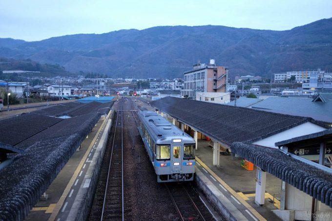 空の白み始めた阿波池田駅