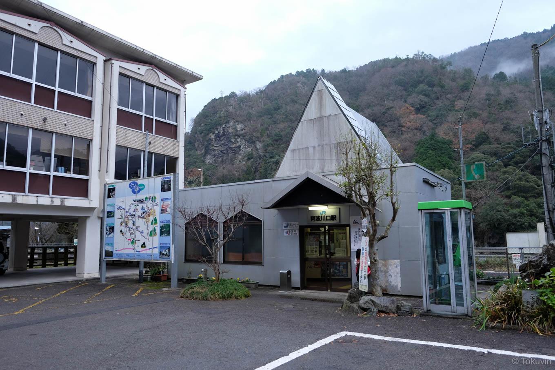 阿波川口駅舎。