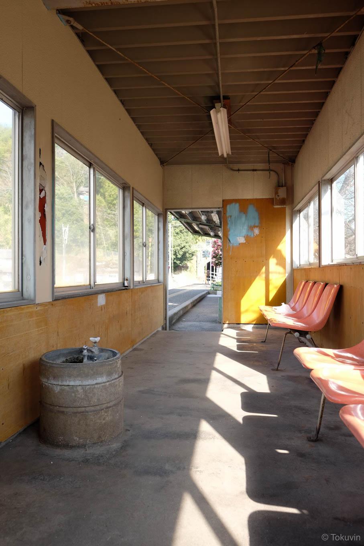 水飲み場のある待合所。