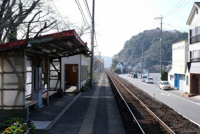 波多浦駅ホーム (X-T1 + XF35mm F1.4R)