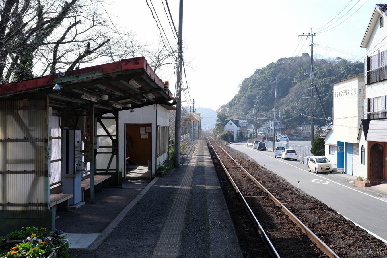 波多浦駅ホーム。