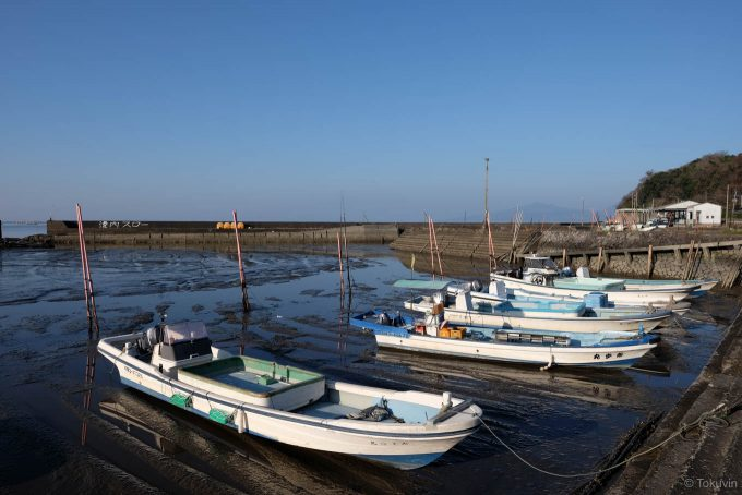 潮の引いた長浜漁港