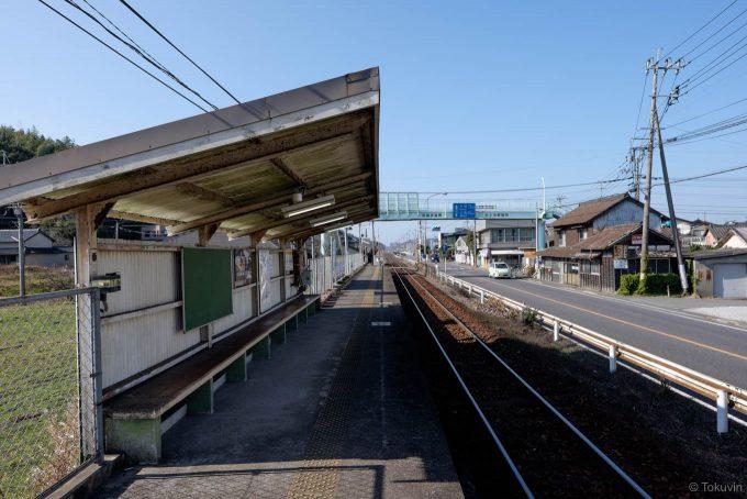 緑川駅ホームの待合所