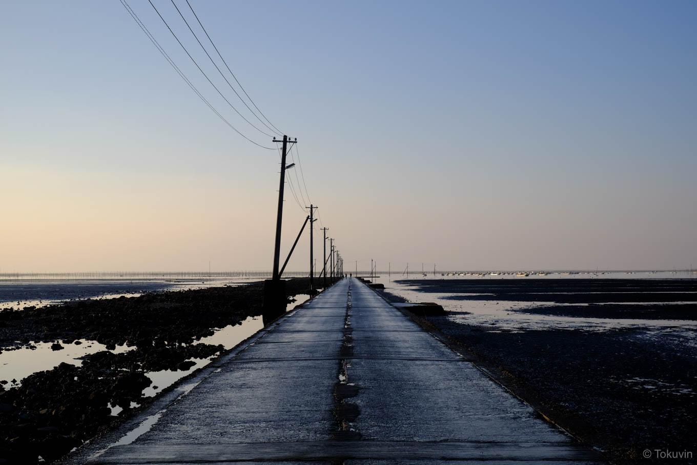 海に消えていく長部田海床路。