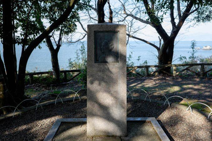 ドゥルー女史の顕彰碑