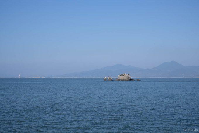 沖合に浮かぶ風流島(たはれ島)