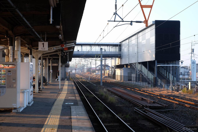 宇土駅ホームと西口。