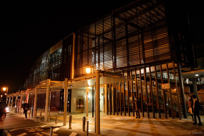 夜の宇土駅舎