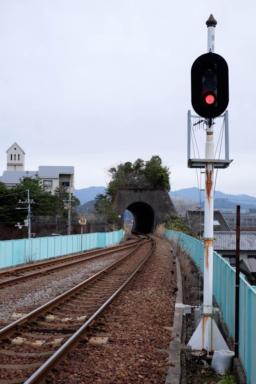 山のないトンネル。