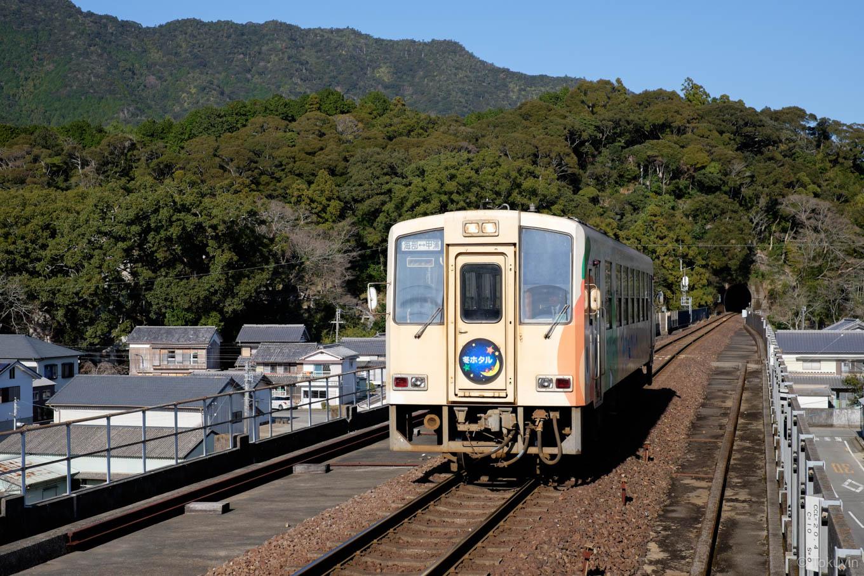 普通列車の甲浦行き 5553D。