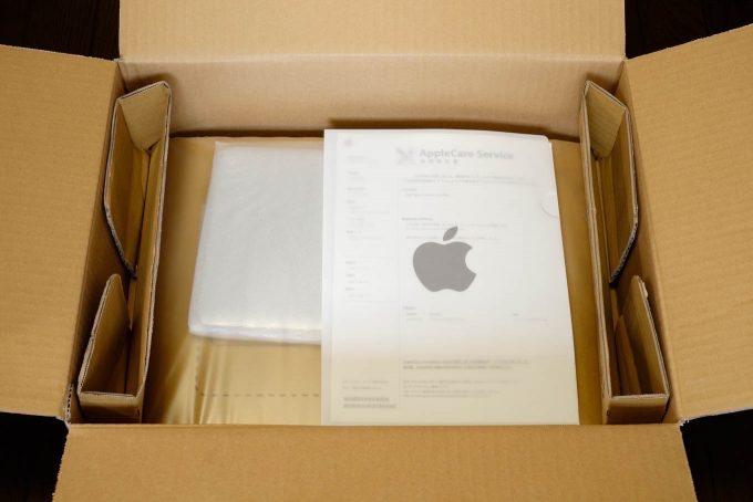 本体とアップルのクリアファイルに入った修理報告書