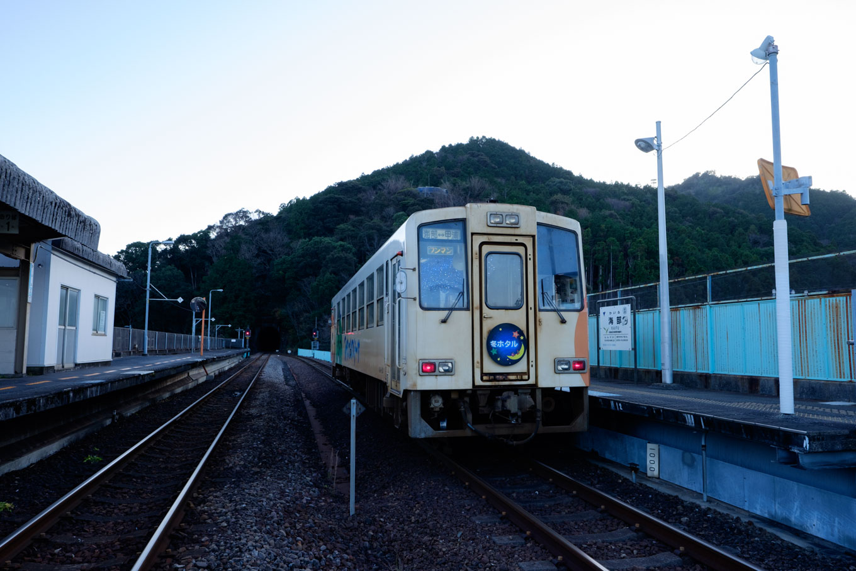 海部に到着した列車。