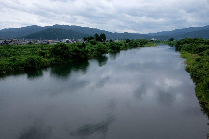 穏やかな流れの足羽川 (FUJIFILM X-T1 + XF16mm F1.4R)