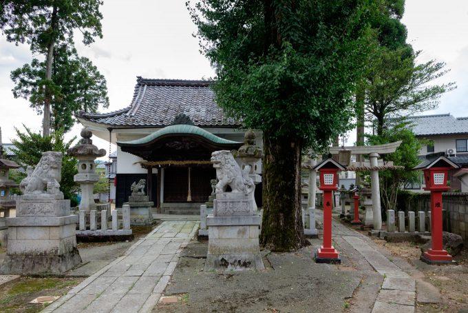 東郷の稲荷神社 (FUJIFILM X-T1 + XF16mm F1.4R)