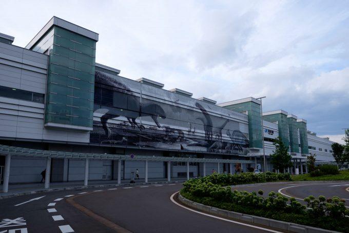 早朝の福井駅舎 (FUJIFILMX-T1 + XF16mm F1.4R)