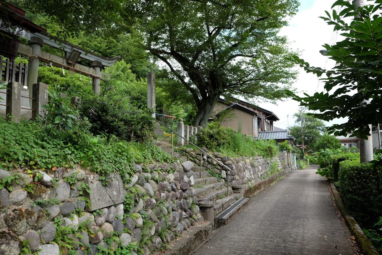 八幡神社前。