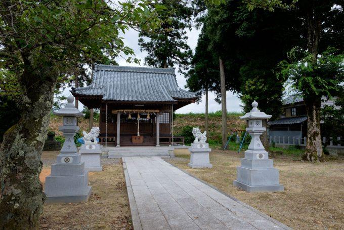 稲津町の白山神社 (FUJIFILM X-T1 + XF16mm F1.4R)