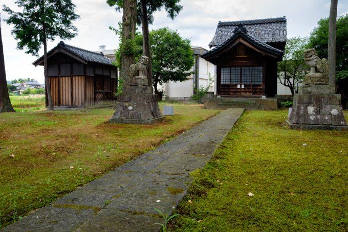 上莇生田町の白山神社 (FUJIFILM X-T1 + XF16mm F1.4R)