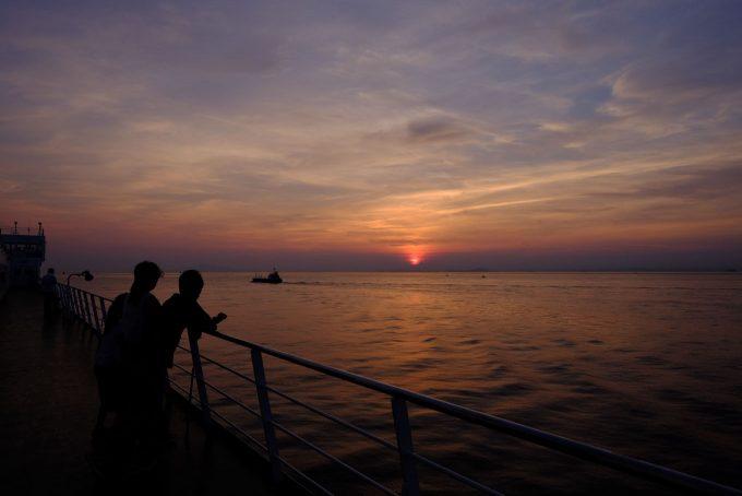 日没はデッキ上で迎える (FUJIFILM X-T1 + XF16mm F1.4R)