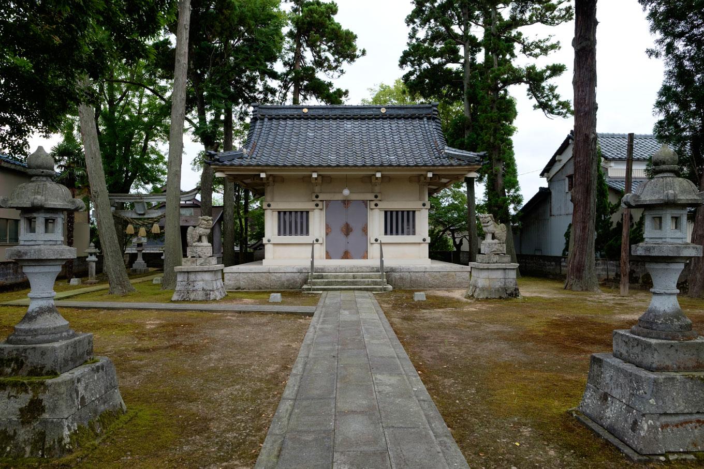 下六条町の八幡神社。