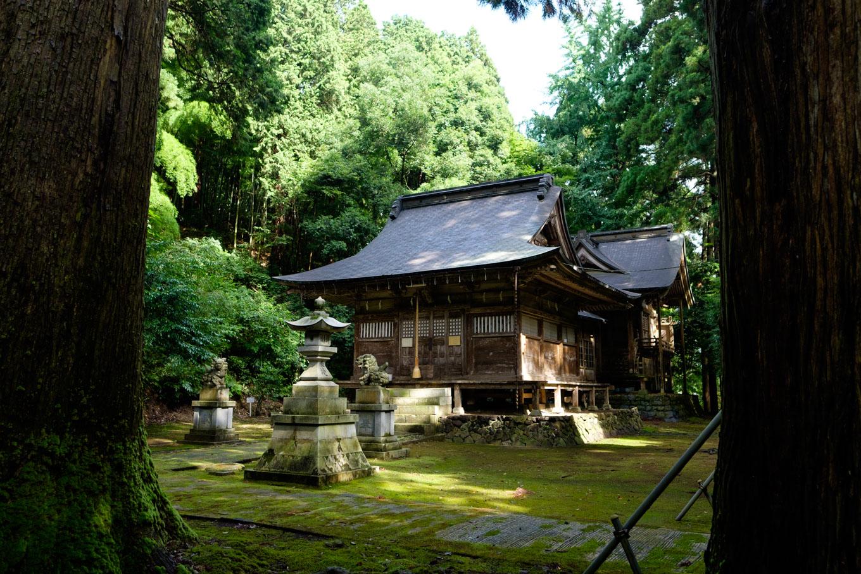 春日神社の拝殿。