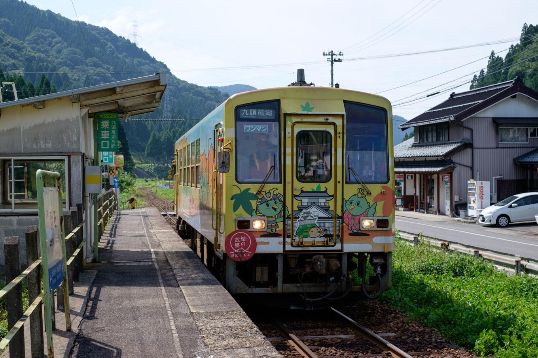 普通列車の九頭竜湖行き 727D。