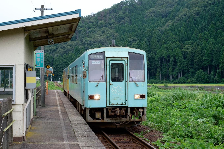 普通列車の九頭竜湖行き 725D。