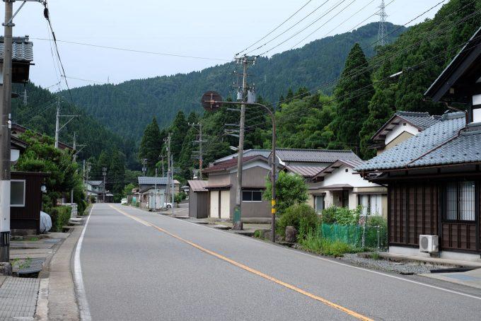 国道が中央を通る小和清水町 (FUJIFILM X-T1 + XF16mm F1.4R)
