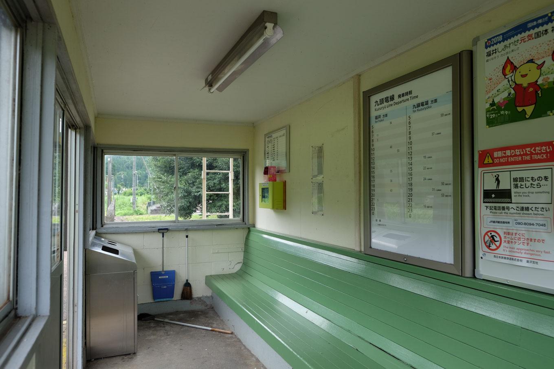 小和清水駅の待合所。