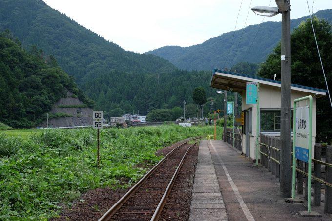 小和清水駅のホーム (FUJIFILM X-T1 + XF35mm F1.4R)