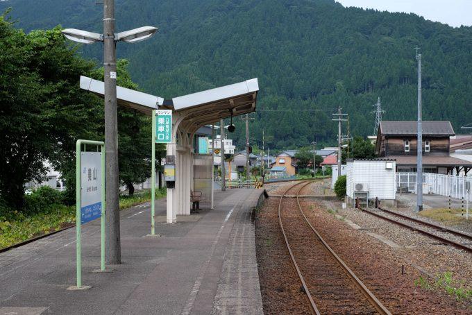 美山駅ホーム (FUJIFILM X-T1 + XF35mm F1.4R)