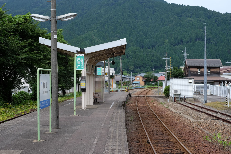 美山駅ホーム。