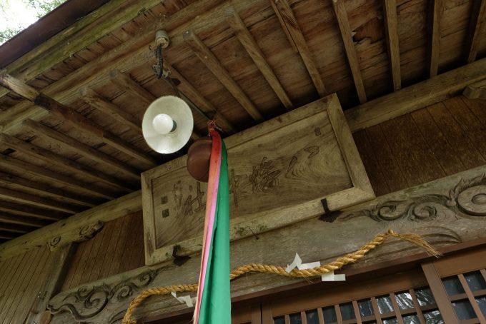 八幡神社 拝殿 (FUJIFILM X-T1 + XF16mm F1.4R)