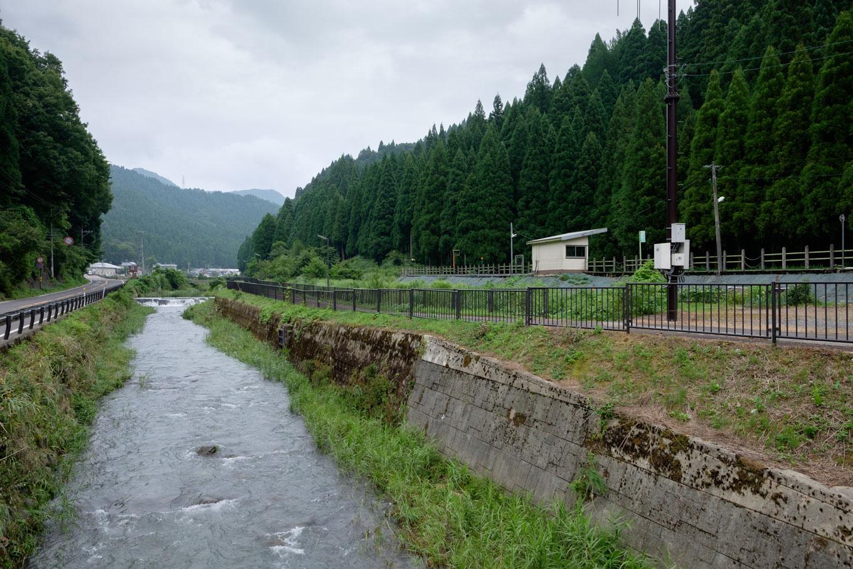 国道・羽生川・越前薬師駅が並ぶ。