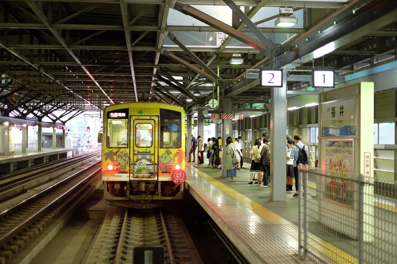 福井駅に到着した732D。