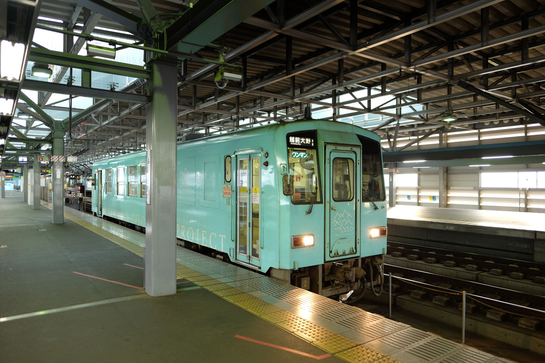 普通列車の越前大野行き 723D。