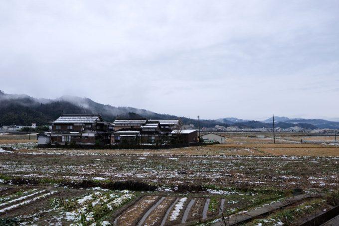 駅の郡家寄りには農地が広がる (FUJIFILM X-T1 + XF16mm F1.4R)