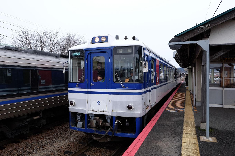 普通列車の智頭行き 635D。