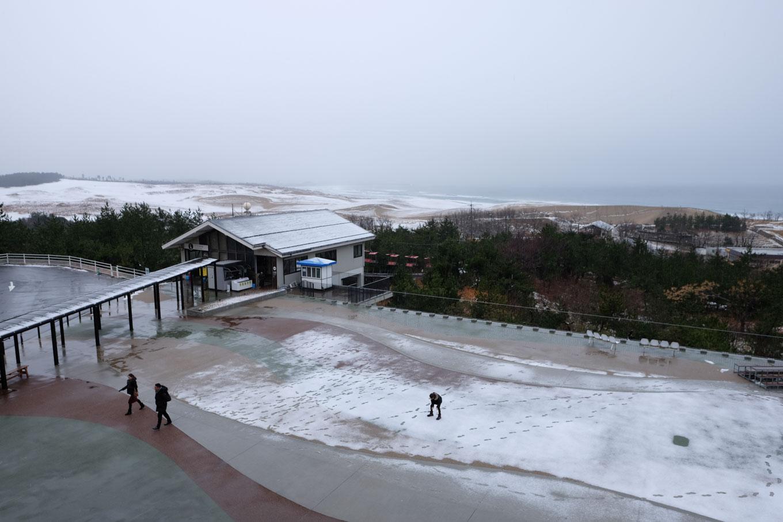 展望台から眺める砂丘(建物はリフト乗り場)。